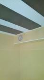 天井に梁型で給排気ダクトボックスを施工しました。