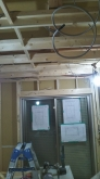 浮き床に下地を組み、お部屋の中にもう一つお部屋をつくっていきます。