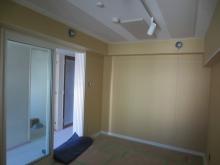 防音室の木工事が完了です。 天井に梁型で給排気ダクトボックスを設けています。