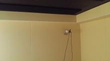 天井には梁型で給排気ダクトボックスを設置しています。