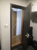 入口には木製防音ドアを2重で設置しています。