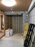 解体作業を行いました。 収納も取り壊し、お部屋を広く使います。