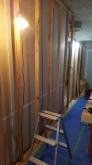 防音室側の下地を組んでいます。