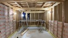 コンクリートが乾き、木工事開始です。
