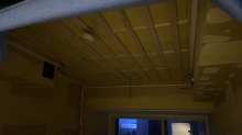 吸音天井の下地を組んでいます。