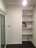 クロス施工が終わりました。 収納が可動式の楽譜棚に生まれ変わりました。