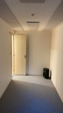 クロス施工完了です。出入口には木製防音ドアを2重で設置しています。
