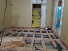 弊社の木工事が始まりました。 構造床をつくっています。