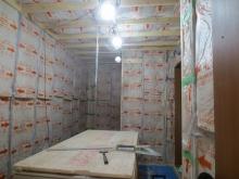 空気層に断熱材を詰めました。 内側にもう一つお部屋をつくっていきます。