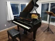 お客様からお写真を頂きました。 ピアノ搬入後です。 お部屋の印象がまた変わりました。