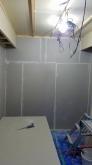 防音室ができあがってきました。 クロス施工前に音テストを行います。