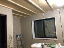 防音室側の壁と天井が出来上がってきました。 第2遮音壁と呼んでいます。