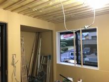 防音工事が完了し、音響工事をしていきます。 天井を吸音天井に仕上げます。