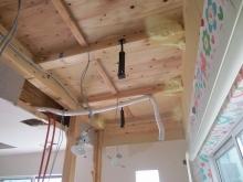 解体作業を行いました。 天井高をできる限り確保します。
