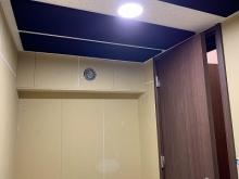 防音室は気密性の高いお部屋になるので天井に梁型で給排気ダクトボックスを設けています。