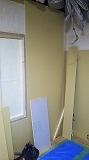 腰窓を埋めて壁にします。 躯体の遮音補強をしていきます。