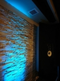 クロス施工完了です。 照明で雰囲気が変わります。