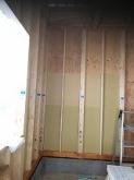 上棟後、内装の遮音補強をしています。 弊社では躯体の遮音補強が重要と考えています。
