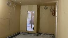 躯体の内側に浮き構造のお部屋をつくりました。