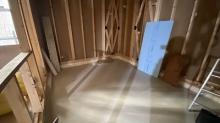 浮き床コンクリートが乾き、弊社の木工事が始まりました。