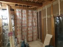 構造床の上に浮き床をせこうしました。 躯体の壁と天井の補強をします。