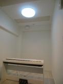 クロス施工後に電子ピアノが入りました。