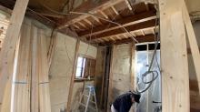 本体工事から引き継ぎ、弊社の木工事が始まりました。
