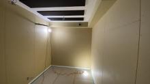 入口には木製の防音ドアを2重で設置しています。