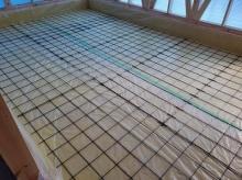 先に浮き床コンクリート工事に入らせて頂きました。浮き床コンクリートの下地組みです。