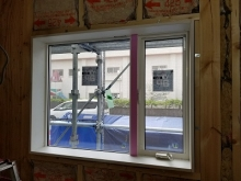 既設腰窓の内側には弊社オリジナルの樹脂サッシを2重で設置します。