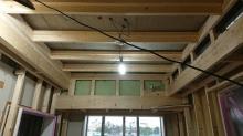 浮き床をつくり、下地を組んで防音室の2重構造をつくっていきます。