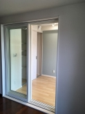 クロス工事完了です。 出入口は樹脂サッシの掃き出し窓を設置しています。