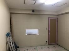 天井に梁型で給排気ダクトボックスを設けました。