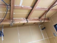 躯体の壁と天井の遮音補強です。