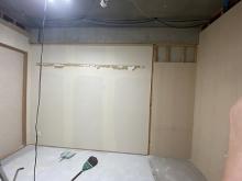 解体作業です。 壊せるものは壊し、スペースを最大限に確保します。