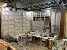 躯体の壁と天井を補強しています。