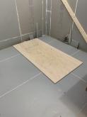浮き床を施工しました。 内側に浮き構造のお部屋をつくっていきます。