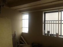 開口部の窓枠が入りました。 既設窓の内側に樹脂サッシを2重で設置します。