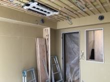 天井を吸音天井に仕上げていきます。