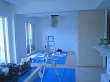 新築マンションの工事です。天井の解体工事です。