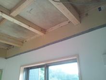 天井を解体して隙間の補修を完璧にしてから防音工事に入ります。