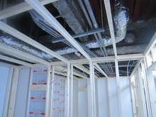 基本的には当社の場合天井は躯体から吊っていません。