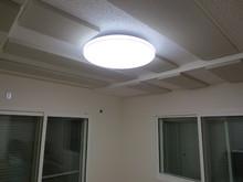 吸音天井を作ると天井がより低くなるため96Kの吸音パネルで対応しました。