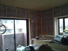 天井を解体していつもと同じように防音工事を行っています。