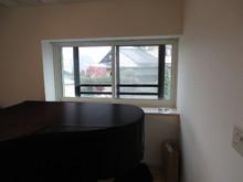 出窓にも浮き壁方式で2重の樹脂サッシが取り付けてあります。