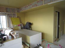 天井・壁のボードは3枚ずつ張り上げます。