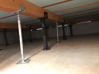 床下に束補強を行いました。 防音室はかなりの重量に仕上がるので床下の補強も行います。