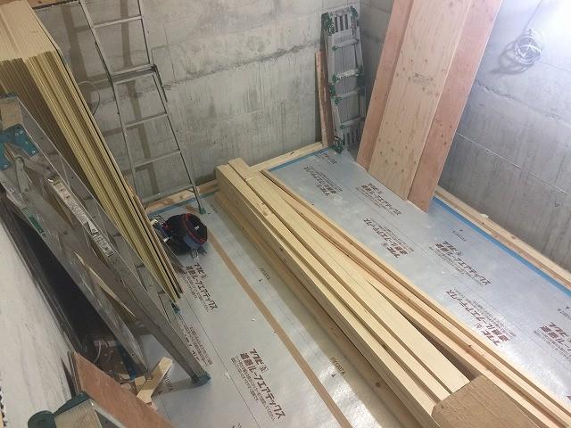 躯体の遮音補強を行い、防音室側の下地を組んでいきます。