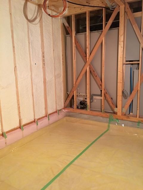 本体工事が進み、浮き床コンクリート工事に入りました。