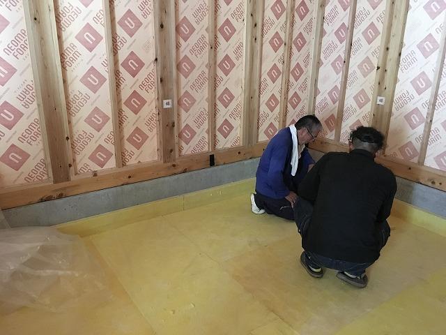 本体工事が進み、浮床コンクリート工事に入りました。 下地を組んでいます。